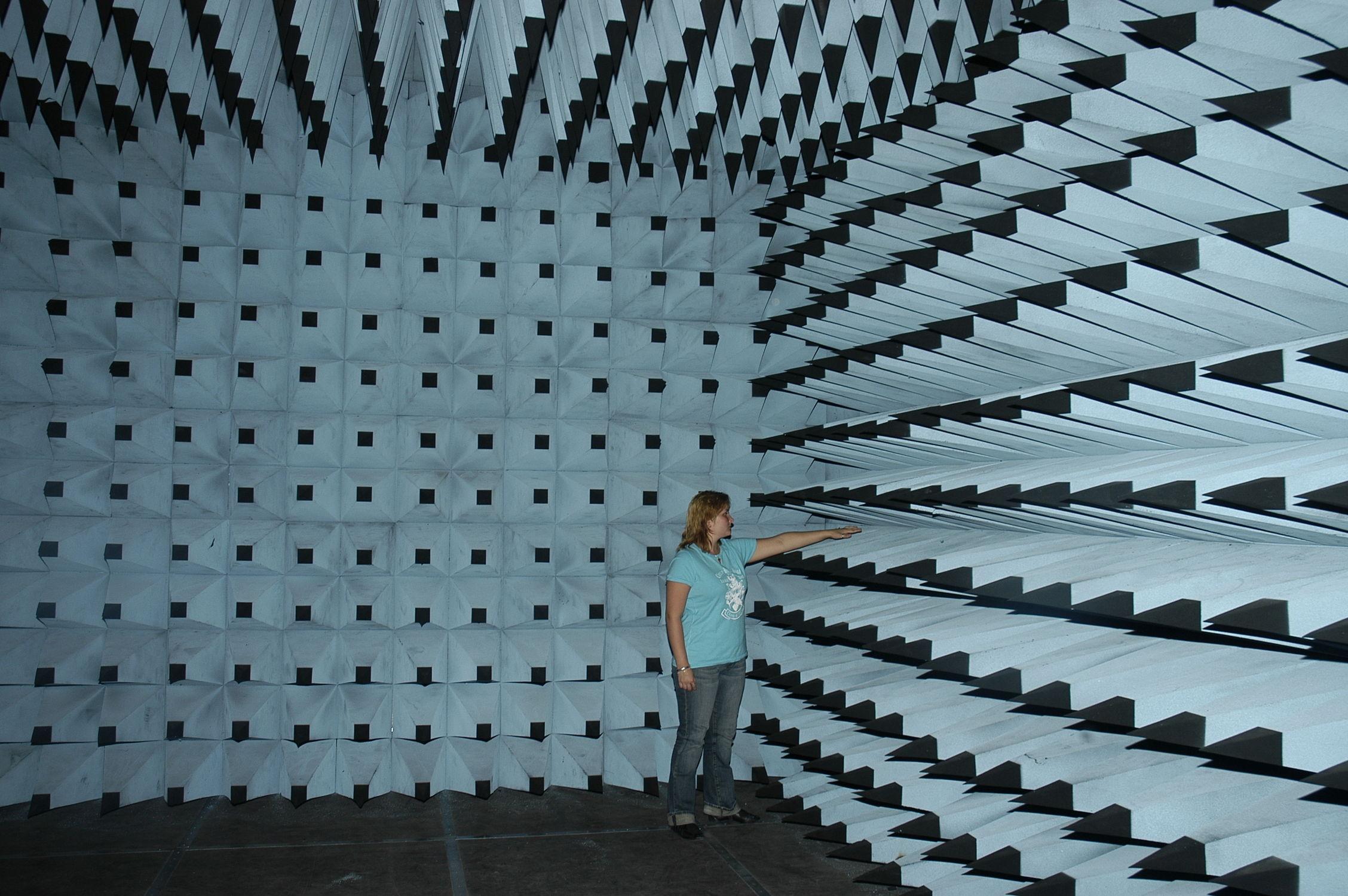 chambre de test cem / anéchoïque - holland shielding systems bv