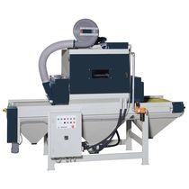 Cabine de sablage à pression / automatique / à convoyeur à auge