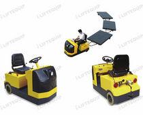 Tracteur électrique / à 3 roues / à conducteur porté assis / de remorquage
