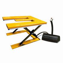 Table élévatrice à ciseaux / hydraulique / à plateau en E