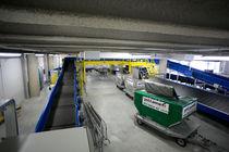 Convoyeur à bande / pour l'industrie aéronautique / de bagage / incliné