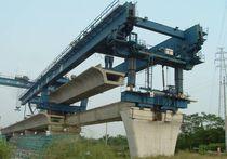 Portique de lancement pour double poutre-caisson / pour la construction de ponts