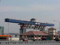 Portique de lancement travée par travée / pour la construction de ponts