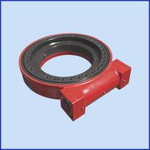 Système d'entraînement rotatif pour traqueur solaire / à vis sans fin / compact
