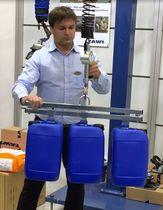 Élévateur mécanique / pour conteneur en plastique