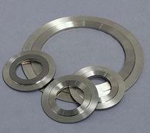 Joint plat / en métal