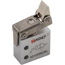 Distributeur pneumatique à clapet / à galet / 3/2 voies / en aluminium