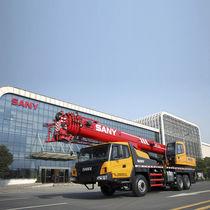 Grue montée sur camion / mobile / télescopique / pour chantier de construction