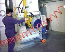Manipulateur pneumatique / sous vide / pour vider les fûts