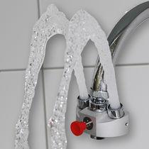 Douche oculaire montée sur robinet / d'intérieur / pour laboratoire