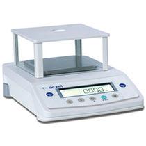 Balances de précision / de laboratoire / avec afficheur LCD / avec masse de calibration externe