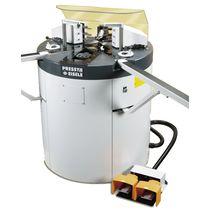 Sertisseuse d'angles pour profilés en aluminium / semi-automatique / à pédale