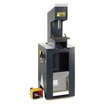 Poinçonneuse pneumatique / hydraulique