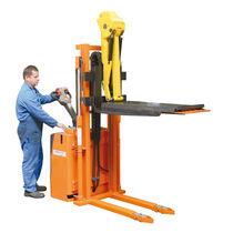 Gerbeur électrique / à conducteur accompagnant / pour la manutention des outils de presse / avec plate-forme