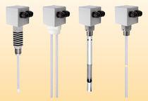 Capteur de niveau capacitif / pour liquide / pour cuve