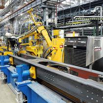 Cellule robotisée de soudage / de soudage MIG, MAG / de production