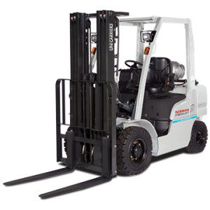 chariot élévateur sur pneumatique / GPL / à gaz / à conducteur porté assis