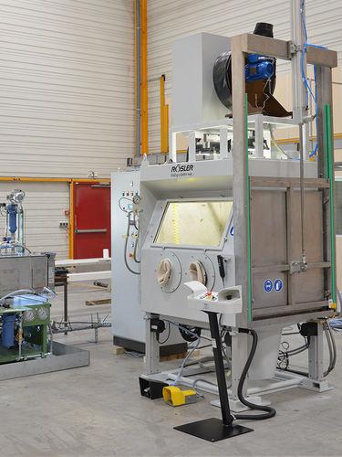 machine de nettoyage à solvant / automatisée / pour applications aéronautiques / par aspersion