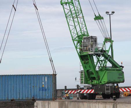 Grue compacte / mobile / portuaire / de chantier naval max. 45 t, max. 38 m | 680 HMC SENNEBOGEN Maschinenfabrik GmbH