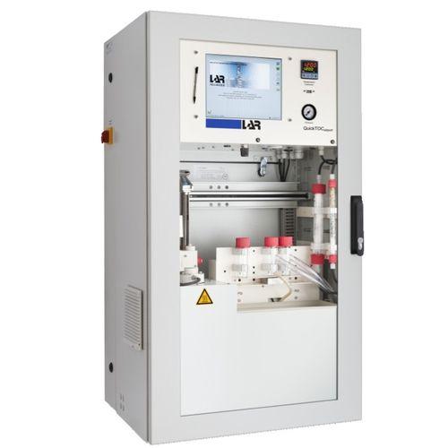 analyseur de carbone / d'eau / de carbone organique total / de combustion