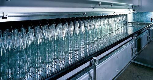 laveuse par aspersion / à eau / compacte / pour bouteilles