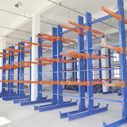 rayonnage cantilever / pour charges lourdes / pour charges longues / mi-lourd