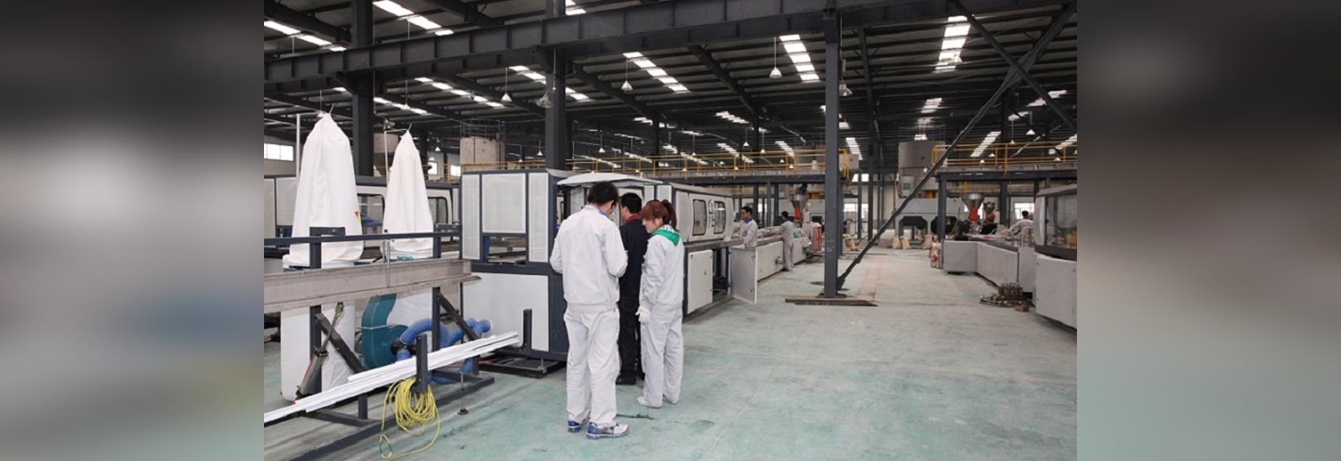 Chaîne de production de profil pour le profil de fenêtre de PVC, panneau de plafond, débourbage