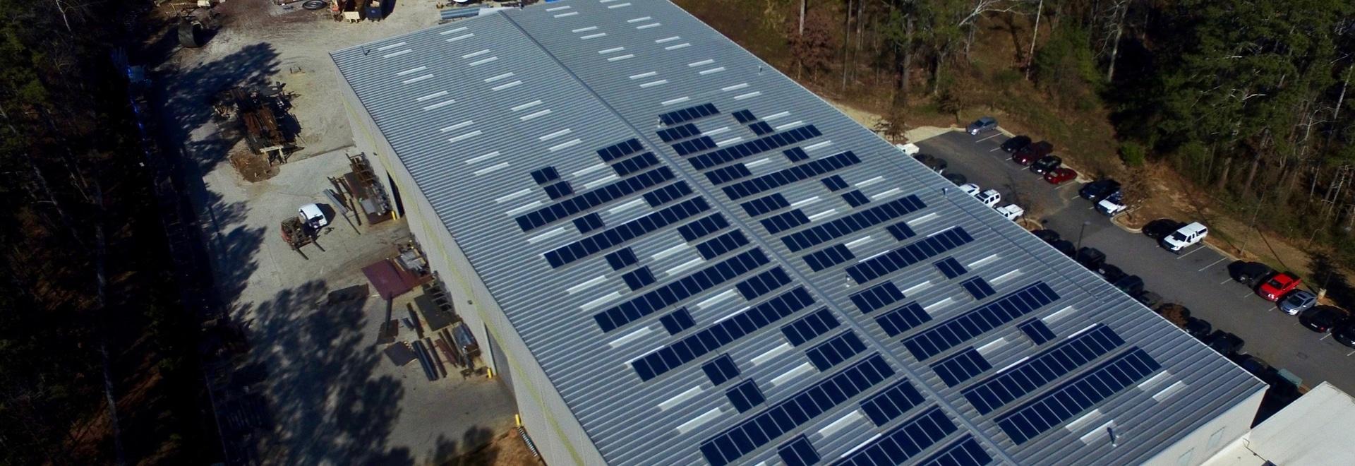 L'énergie solaire réduit les besoins de l'électricité du fabricant, empreinte de pas de carbone