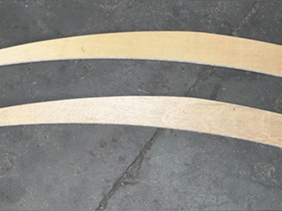 La scie à ruban verticale permet la découpe automatique des métaux à contour