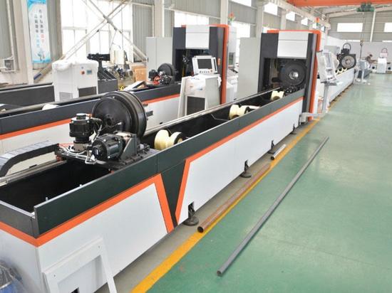 Fabrication en série de la machine de découpe automatique de tube de laser de fibre de chargeur automatique de faisceau / tube par la machine de découpage de laser de fibre optique d'or de Vtop