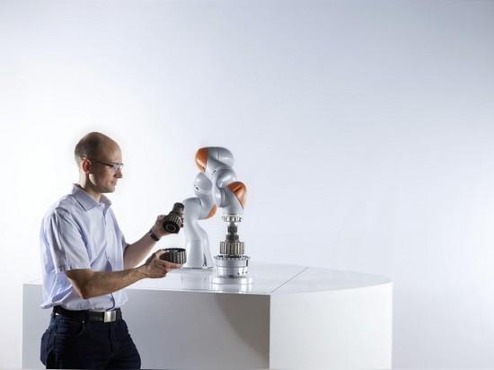 COBOTS : LE FUTUR DE LA COLLABORATION DE HUMAN-ROBOT