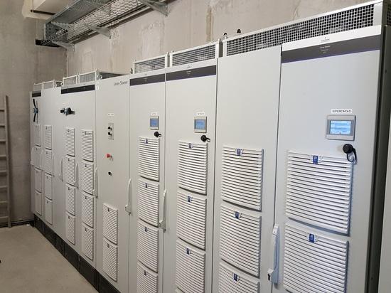 Variateurs Powerdrive MD2 utilisés dans leurs trois modes de fonctionnement : régénératif AFE, onduleur moteur et DC/DC en management de stockage d'énergie