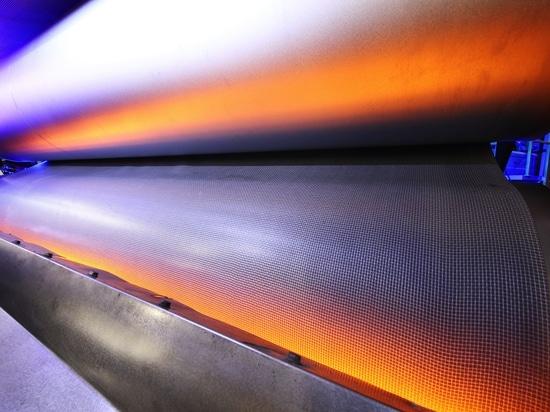Infrarot-Systeme von Heraeus Noblelight sparen le der Fertigung von Automatique-Innenverkleidungen de bei de Zeit d'und d'Energie.