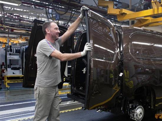 Groupe PSA ajoute des décalages aux usines de LCV