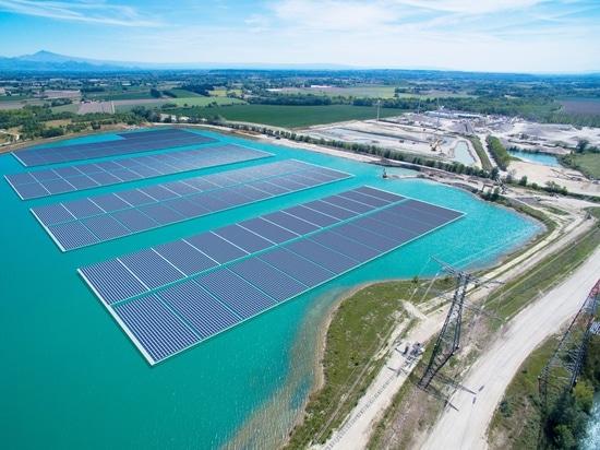 L'énergie d'Akuo lance la construction des 17 MW flottant l'usine solaire en France
