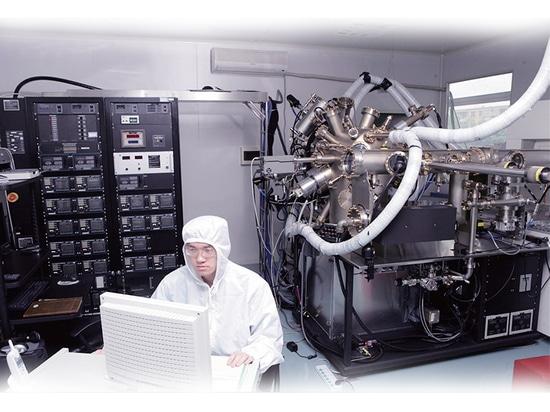 Révolution de bague collectrice dans l'équipement de production de semi-conducteur