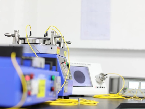 La société ajoutent la machine de épissure optique de fibre