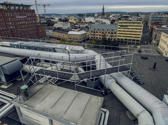 Étape de toit au-dessus de plate-forme