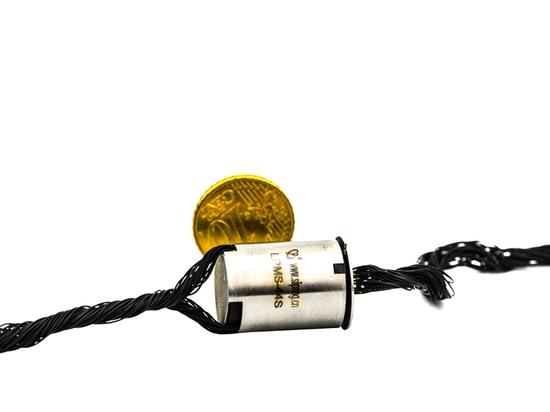 Bague collectrice miniature superbe dans le design compact