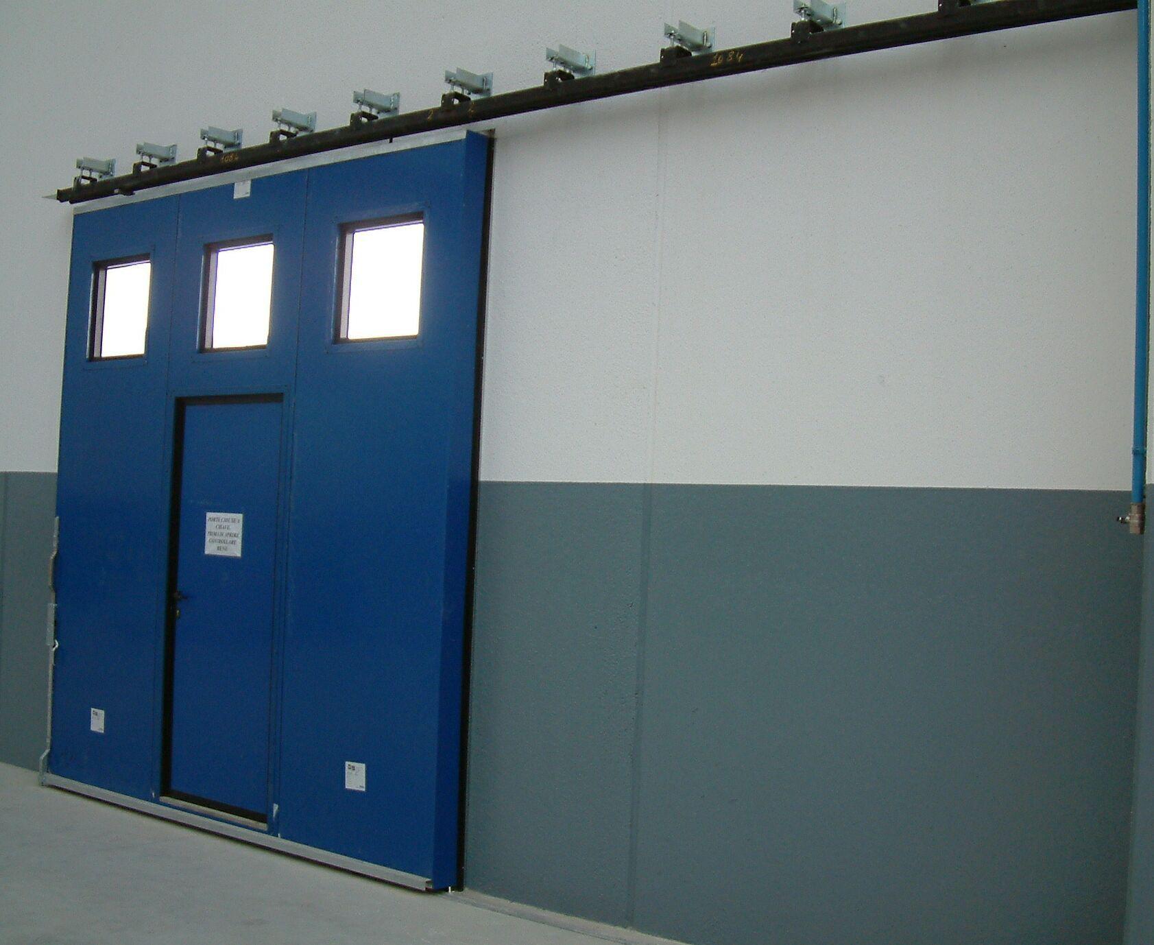 Porte Coulissante En Metal Pour L Exterieur Industrielle Ps 3000 Sacil Hlb