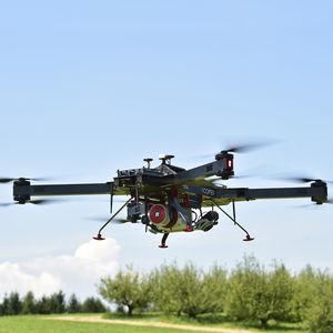 drone quadrirotor / pour la prise de vue aérienne / de surveillance / de cartographie