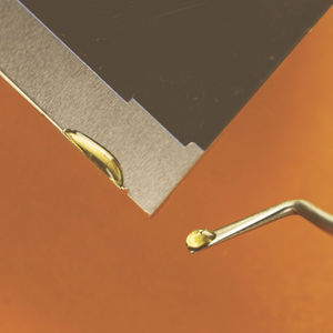 colle à faible dégazage / époxy / pour métal / pour céramique