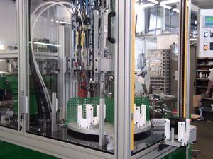 machine d'assemblage automatique / pour applications automobiles / à table rotative