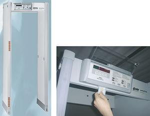 détecteur de métaux à portique