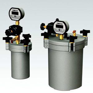 réservoir de régulation de pression / pour liquide à faible viscosité / pour liquides haute viscosité / en métal
