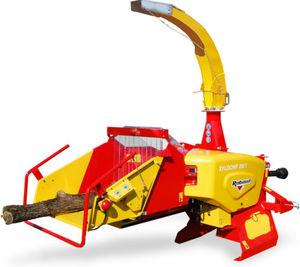 broyeur de branches monté sur tracteur