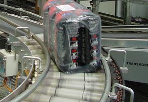 convoyeur à rouleaux motorisés / de caisse / courbe / flexible