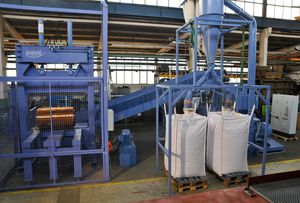pré-broyeur guillotine / vertical / pour matières plastiques / de déchets