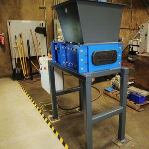 déchiqueteur pour le bois / métal / pour déchets électroniques / à 2 arbres
