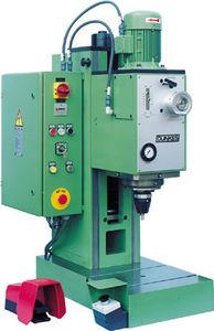machine à riveter pneumatique / par fluage radial / de paillasse